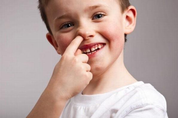 Estudios aseguran que comerse los mocos ¡es bueno para la salud!