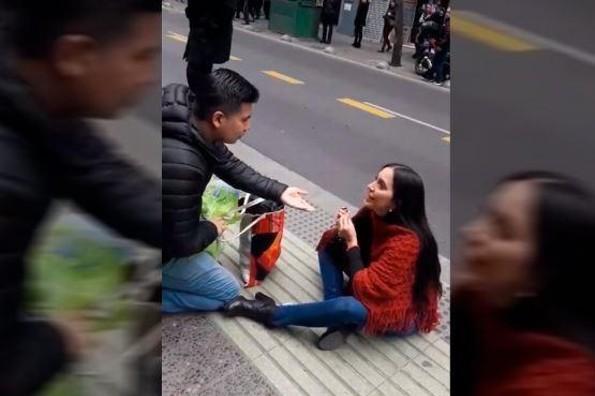 Mujer le ruega a su novio para que se case con ella ¡y termina humillada! (+VIDEO)