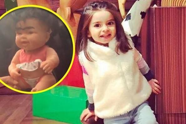Aislinn y Vadhir Derbez se burlan de su hermana Aitana por culpa de esta muñeca