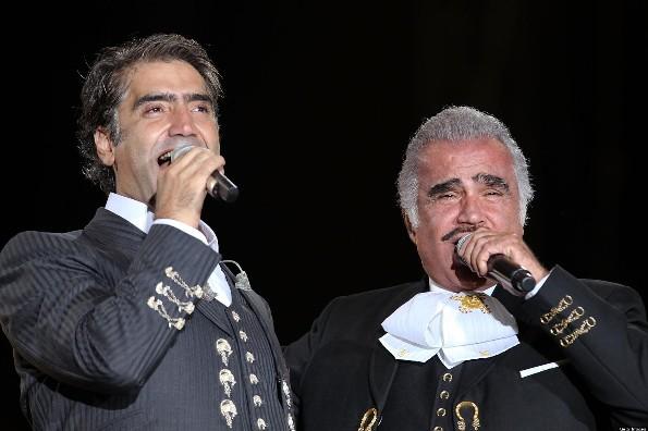 Vicente Fernández reprende al