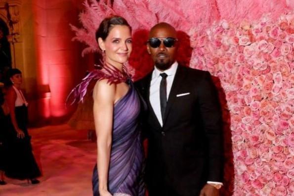 Hija de Jamie Foxx confirma el romance del actor con Katie Holmes