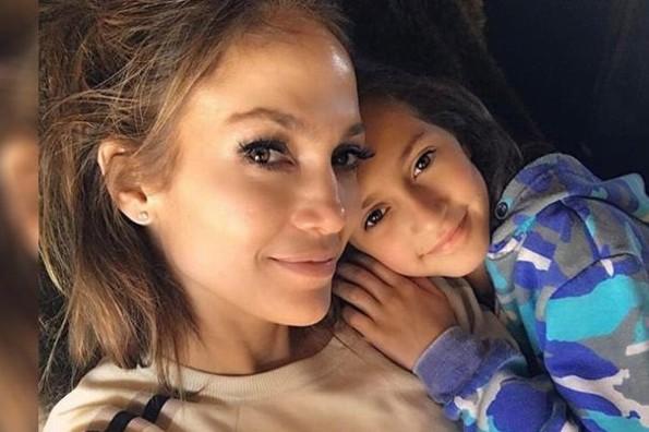 Destrozan a Jennifer López por interpretación de su hija Emme