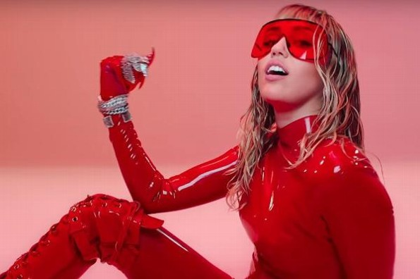 Miley Cyrus estrena ´Mother´s Daughter´ #VIDEO