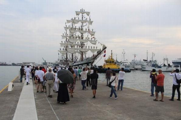 Checa los horarios del buque escuela de Venezuela en Veracruz