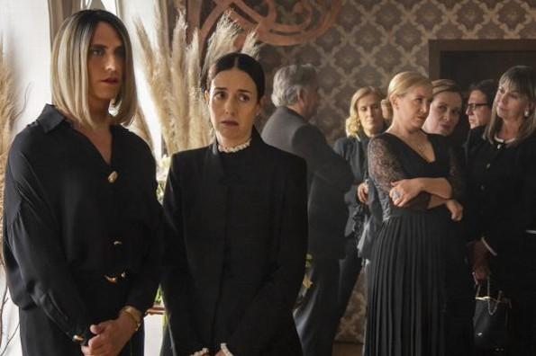 Revelan imágenes del funeral de Viginia de la Mora de ´La Casa de las Flores´