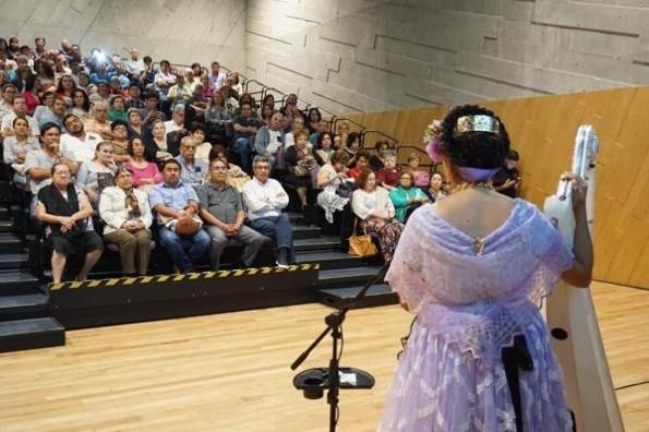 Cristy de la Rosa emocionó con su concierto de arpa ´Jarocha Instrumental´