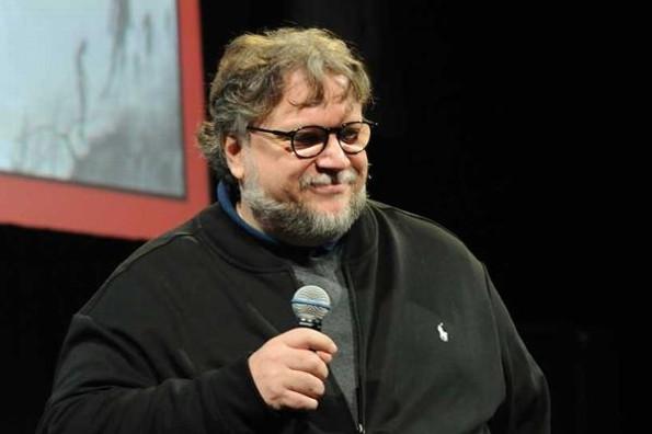 Guillermo del Toro pide a marca de cerveza que done sus ganancias por usar su imagen