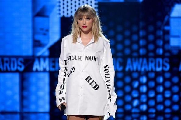 Taylor Swift, la cantante de la década en los American Music Awards 2019 #VIDEO