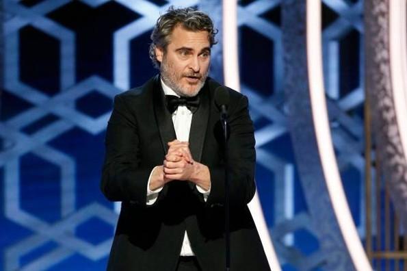 Joaquin Phoenix se lleva el premio a Mejor Actor en los #CriticsChoiceAwards