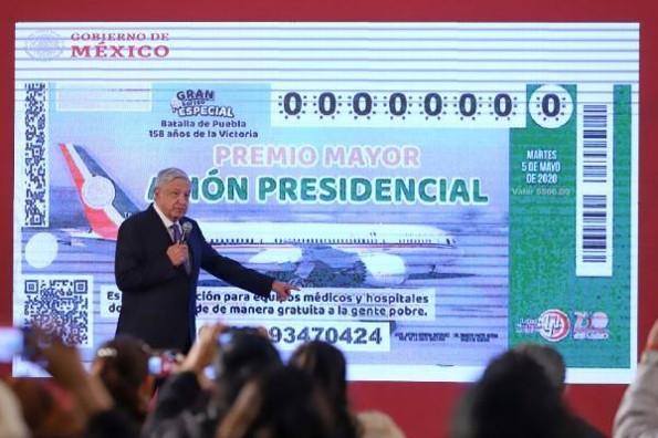Presentan el boleto para la rifa del avión presidencial