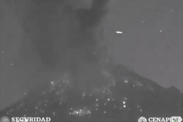 Registran supuesto avistamiento de OVNI sobre el Popocatépetl #VIDEO