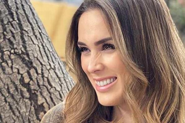 Jacqueline Bracamontes presume nuevo look; fans la comparan con Anahí y Consuelo Duval (+foto)