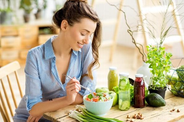 ¿Sabes qué comer durante la cuarentena en casa?