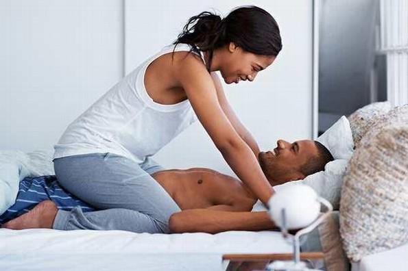 Hombres prefieren no usar preservativo con mujeres bellas