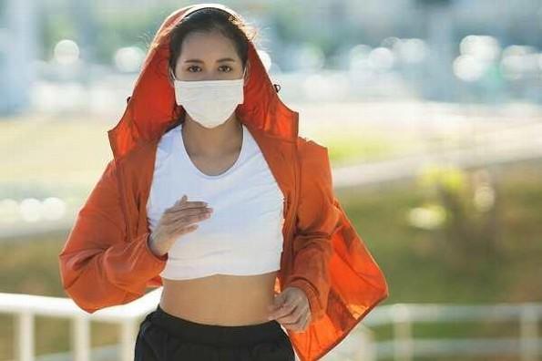 Emiten recomendaciones para usar cubrebocas durante la actividad física