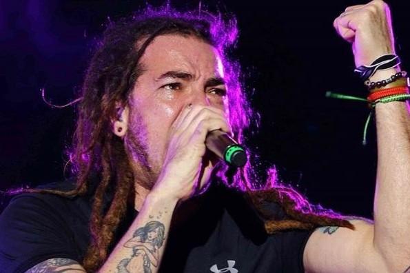 Graves los mellizos del vocalista de Genitallica; pide ayuda para pagar tratamientos