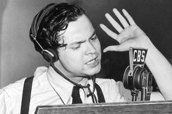 Hoy hace 82 años Orson Welles retransmitió por radio una adaptación de