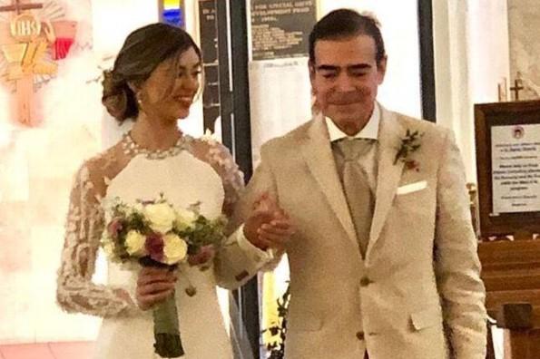 Toño Mauri entrega a su hija en el altar tras milagrosa recuperación del Covid-19 (+video)