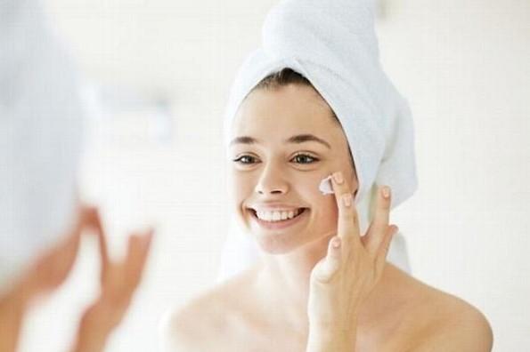 ¿Por qué aparecen manchas en la piel y cómo eliminarlas?