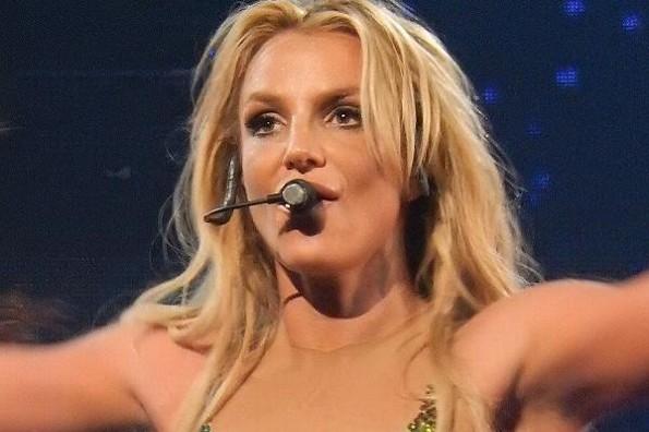 Britney Spears anuncia que no cantará mientras su padre la controle